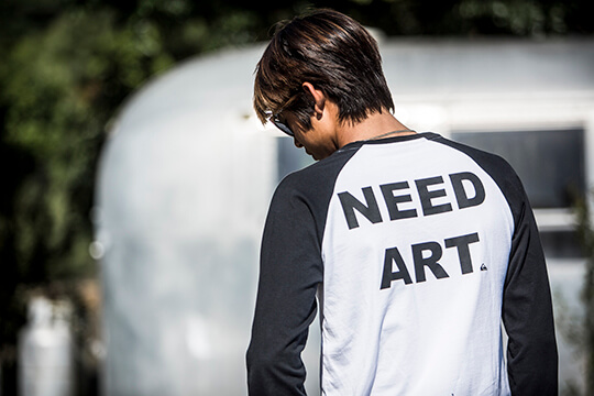 バックプリントラグランTシャツ EAST NEED ART TAIL LT